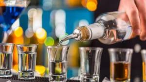 Kinh doanh rượu có độ cồn từ 5,5 độ trở lên dưới hình thức bán rượu tiêu dùng tại chỗ